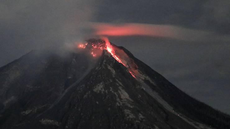 Rauchsäule fünf Kilometer in den Himmel: Der Vulkan Sinabung auf Indonesien ist erneut ausgebrochen. (Archivbild)