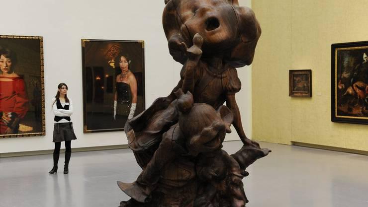 Das aus Schwarznussholz entstandene Kunstwerk «White Snow and Dopey, Wood» des Künstlers Paul McCarthy (2011)