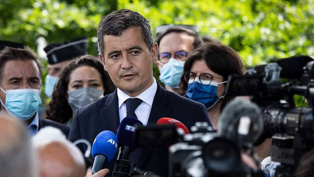 Gerald Darmanin, Innenminister von Frankreich, nach dem Messerangriff in La Chapelle-sur-Erdre. Foto: Loic Venance/AFP/dpa