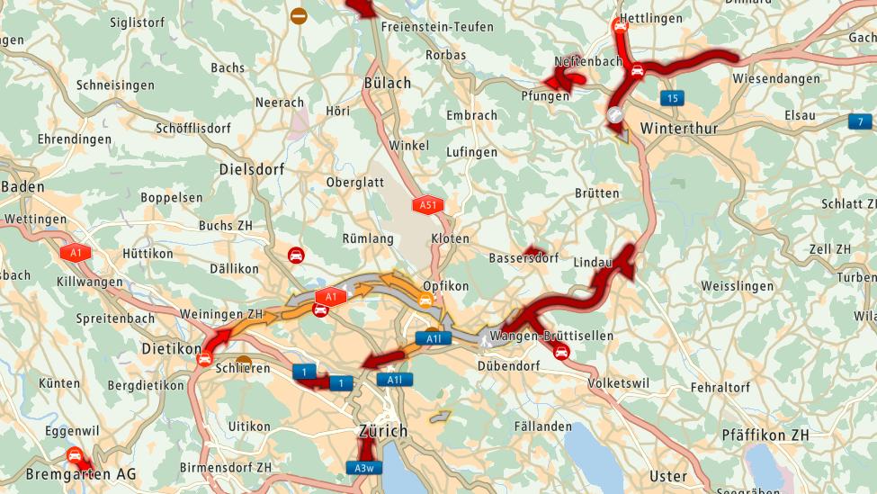 Kurz nach Winterthur und vor Zürich kommt es nach zwei Unfällen zu Stau.