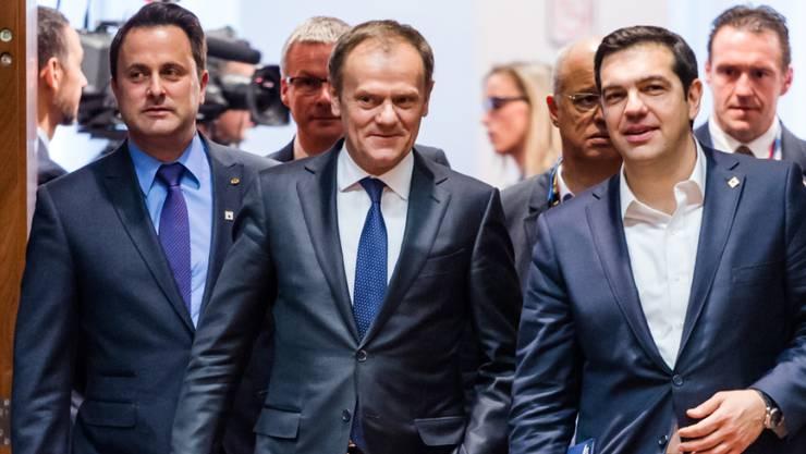 Flüchtlingskrise: Die EU-Chefs sollen sich auf eine gemeinsame Position für das Abkommen mit der Türkei geeinigt haben. Dies liess der luxemburgische Premier Xavier Bettel (links) via Twitter verlauten.
