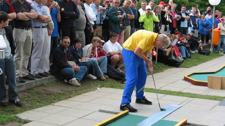 Einen grossen Moment in der Vereinsgeschichte erlebte der Minigolfclub Olten mit der Jugend-WM 2004 im Kleinholz.