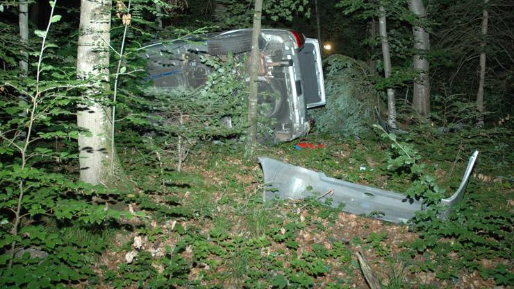 Der silberne Personenwagen erlitt Totalschaden.