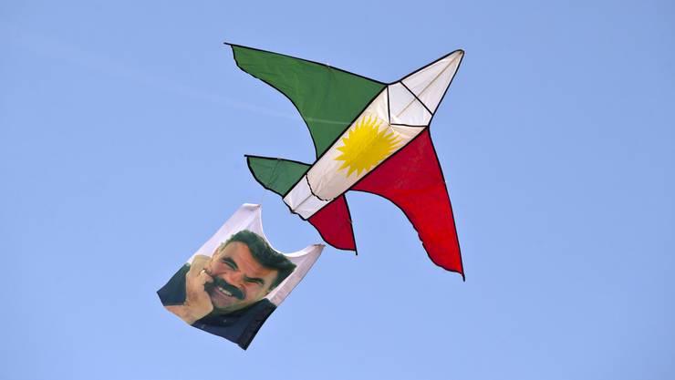 Drachen mit dem Portrait des Kurdenführers Abdullah Öcalan. (Archiv)
