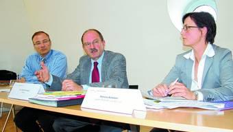 Vision: Schulratspräsident Georges Bindschedler, Rektor Rudolf Gerber und Patricia Buholzer, Leiterin Finanzen. (uz)