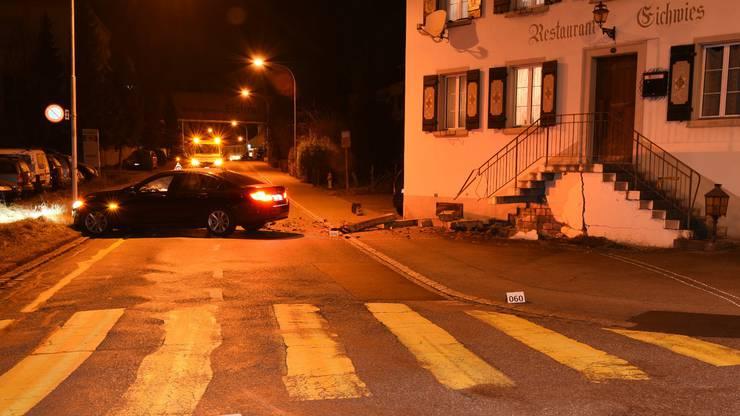 Aus Unbekannt Gründen verlor der Lenker in der Kurve die Kontrolle über sein Fahrzeug.