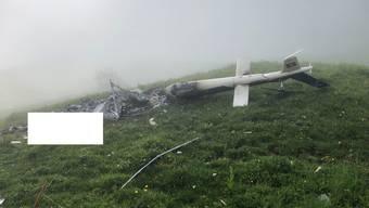 Wrackteile des Helikopters im Gebiet Surenen bei Attinghausen UR. Der Pilot starb.