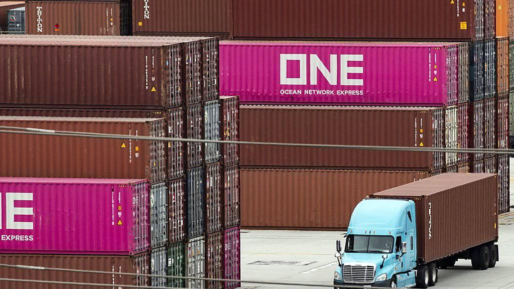 Schweizer Exporte sinken im Juli