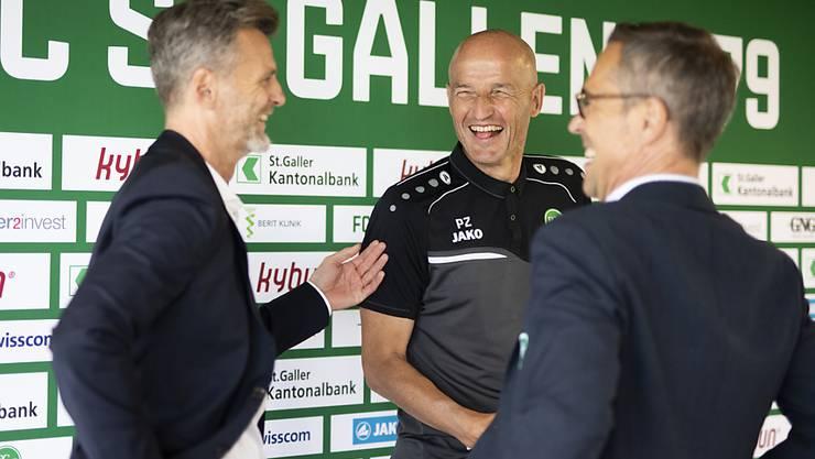 Der FC St. Gallen hat gut lachen: Sportchef Alain Sutter, Trainer Peter Zeidler und Präsident Matthias Hüppi (von links nach rechts)