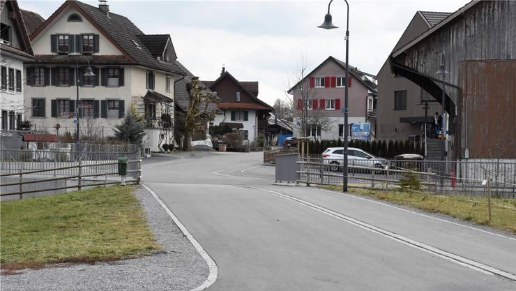 Im Dorfzentrum soll es künftig nur noch eine Kernzone geben. Dort sollen – abgesehen von den geschützten Häusern – Photovoltaikanlagen mit einer Baubewilligung erlaubt sein. Melanie Burgener