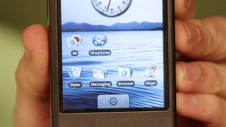 Bezirksgericht Brugg: Forderung nach Herausgabe eines Mobiltelefons war keine versuchte Nötigung.