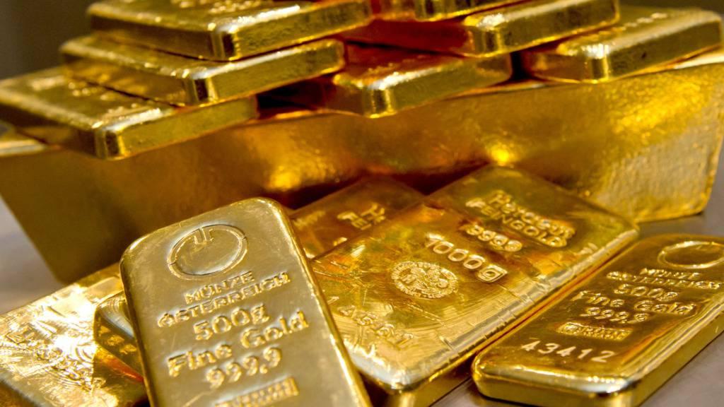 Der Goldpreis ist wieder gestiegen: Goldbarren bei einem Münchner Goldhändler (Archivbild).