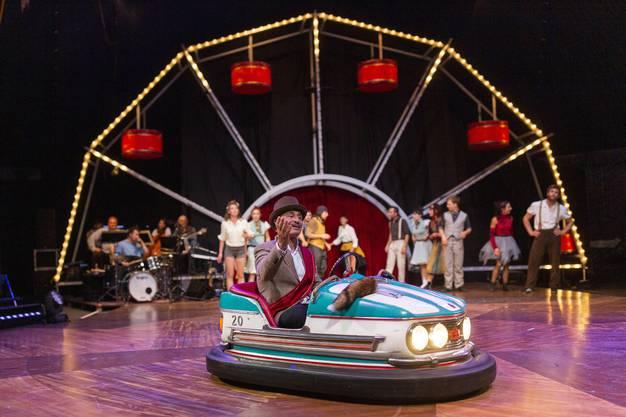 Der Circus Monti zeigt als 35. Inszenierung «Jour de fête». Schauplatz des neuen Programmes ist ein Jahrmarkt. Inspiriert durch die lebensfrohe Energie, die mutig-wirbelnden Kurven der Bahnen und die tanzenden Menschen entsteht mitten auf dem Dorfplatz ein wundervolles Volksfest. Fotografiert am 8. August 2019 in Wohlen.