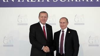 Händeschütteln angesagt: Erdogan und Putin treffen sich heute in St. Petersburg. (Archivbild)