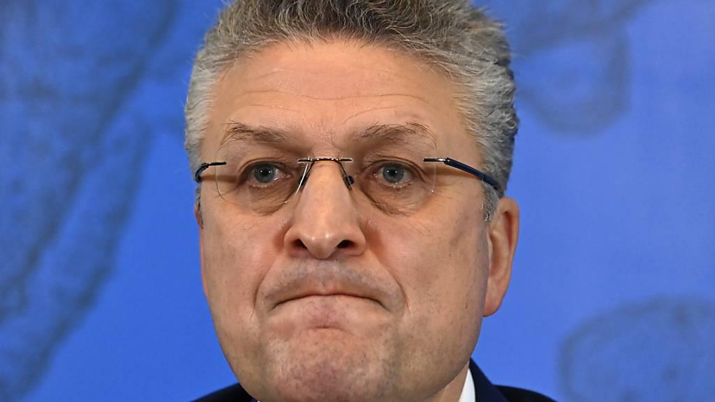 Lothar Wieler, Präsident des Robert Koch-Instituts (RKI), während einer Pressekonferenz zur aktuellen Situation. Foto: Tobias Schwarz/AFP POOL/dpa