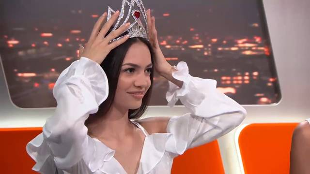 Thumb for '«Jastina Doreen, es gibt ja die Bachelorette, warum soll es noch eine Miss Schweiz geben?»'