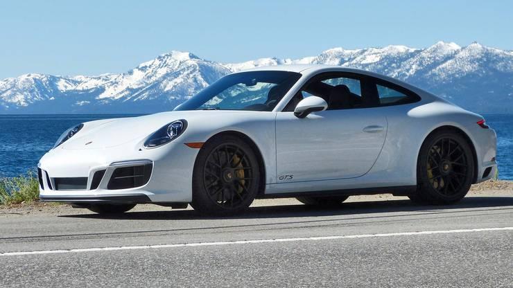 Ein Porsche D 911 Carrera S (Symbolbild) war das Fahrzeugs eines Rasers, der im November 2014 durch die Birsstrasse in Basel fuhr.