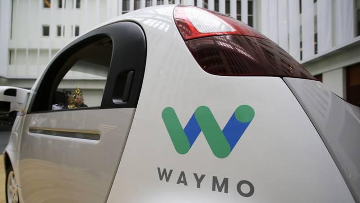Ein selbstfahrendes Auto der Google-Schwester Waymo. Der Bund hat eine Vision, was autonomes Fahren anbelangt. (Archiv)