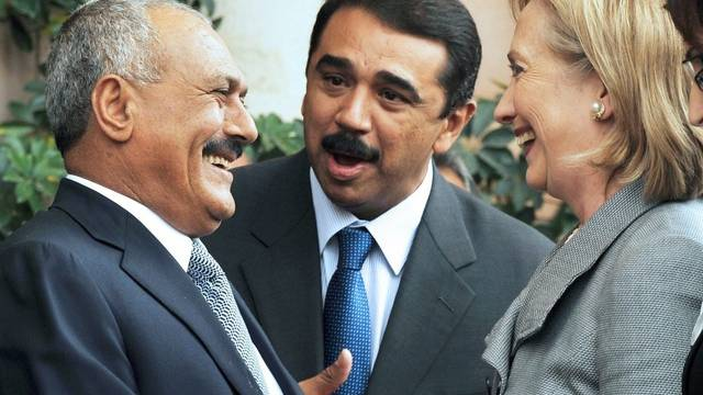 US-Aussenministerin Hillary Clinton unterhält sich mit Jemens Präsident Ali Abdallah Saleh (links)