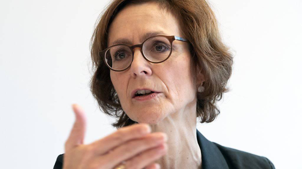 Economiesuisse-Direktorin Monika Rühl fordert den Bundesrat auf, zum Rahmenabkommen mit der EU positiv Stellung zu nehmen. Sie stützt sich auf einer Umfrage, wonach die Schweizer Unternehmen das Abkommen mehrheitlich befürworten. (Archivbild)