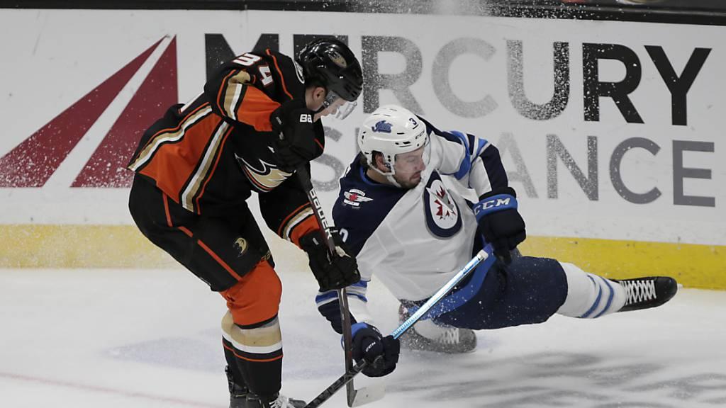 Die Winnipeg Jets mit Verteidiger Tucker Poolman gerieten gegen die Anaheim Ducks ins Straucheln