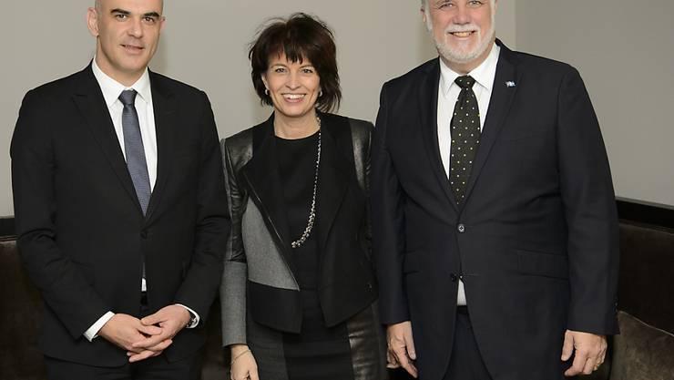Innenminister Alain Berset, Energieministerin Doris Leuthard und der Premierminister der kanadischen Provinz Québec Philippe Couillard am WEF 2016 in Davos: Damals entstand die Idee einer Klimakooperation. Ein Jahr später nun wurde ein entsprechendes Dokument unterzeichnet. (Archiv)
