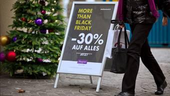 Der Black Friday soll auch hierzulande die Weihnachtseinkäufe lancieren.