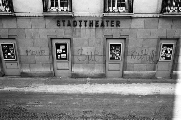 Die Front des Stadttheaters