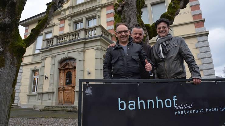 Roberto (l.) und Giuseppe Mazzaglia (r.) wollen das Hotel Balsthal zusammen mit Chefkoch Pino D'Ambrosio zum Erfolg führen.