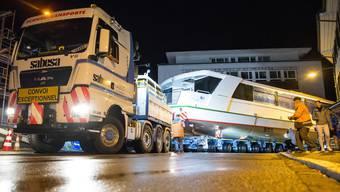 Transport des neuen Hallwilerseeschiffs von Muttenz nach Winznau