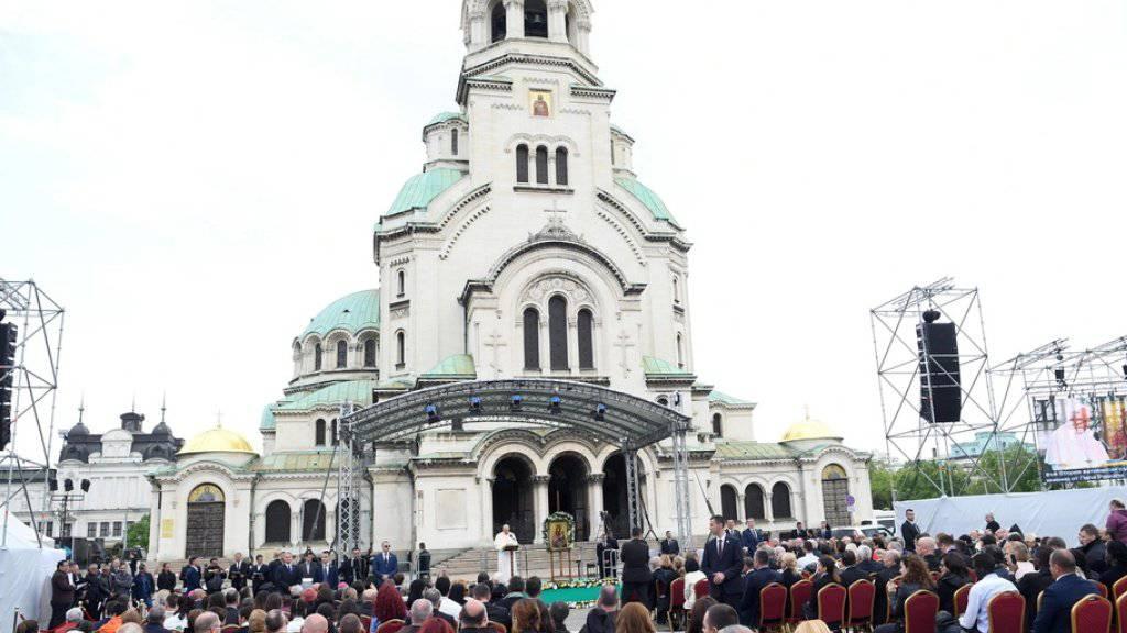 Der Papst liest das Gebet Regina Coeli vor der Kathedrale Alexander Nevsky in Sofia.