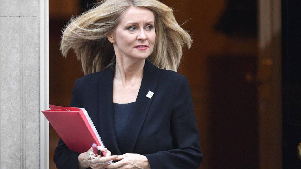 Arbeitsministerin Esther McVey tritt zurück.