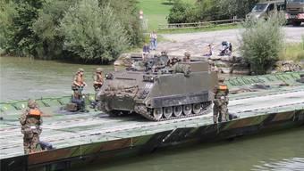 Pontoniere bauen Brücke bei Gnadenthal (13.8.2019)
