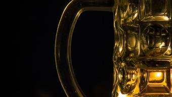Der Mann konnte anhand eines Fingerabdrucks auf einem Bierglas ausfindig gemacht werden. (Symbolbild)