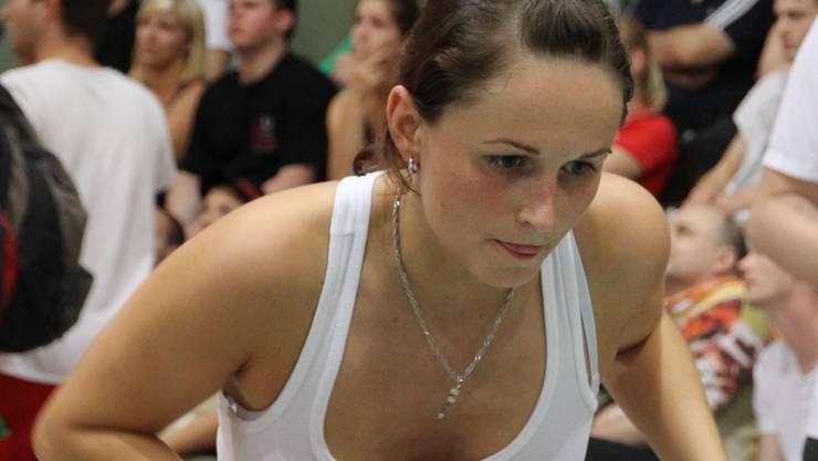 Die Dietikerin Cindy Moser will an der Tischfussball-WM am liebsten in allen Disziplinen gewinnen.