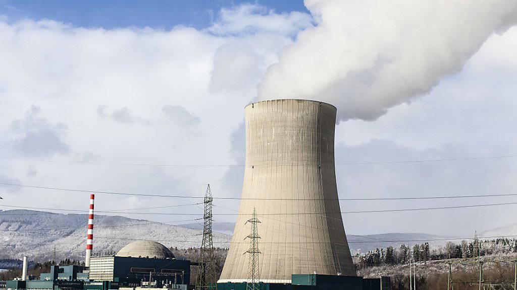 Das Atomkraftwerk Gösgen im Kanton Solothurn: Geht es nach SVP-Vordenker Christoph Blocher sollen AKW - wie erneuerbare Energieträger - von Subventionen profitieren können. (Archivbild)