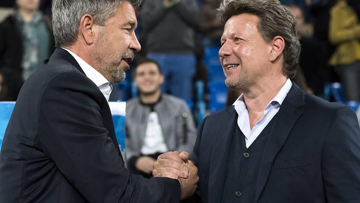 Wer gratuliert am Ende wem? Basels Trainer Urs Fischer (links) beim Händeschütteln mit dem Thuner Coach Jeff Saibene