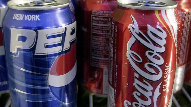Pepsi und Coca Cola mischen weniger chemische Substanzen in ihre Getränke (Archiv)