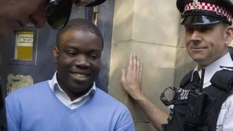 Ex-UBS-Händler Kweku Adoboli vor dem Gerichtsgebäude in London (Archiv)