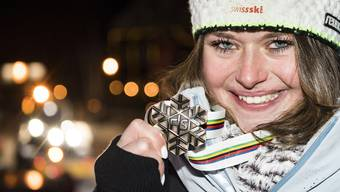 Corinne Suter lanciert mit ihrer Bronzemedaille die WM für das Schweizer Team.