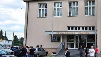 In diesem Schulgebäude schoss der Vater seinem Kind in den Kopf