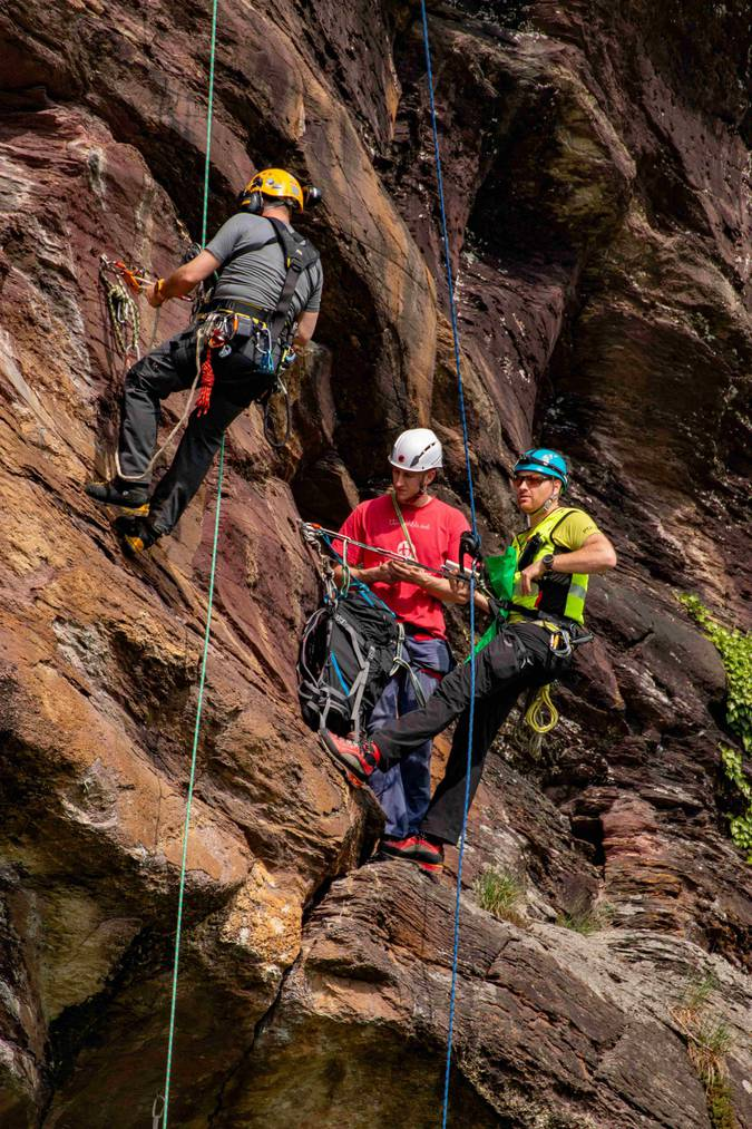 In Mels übte das Alpinkader der Kantonspolizei St.Gallen den Ernstfall direkt am Berg. (Foto:Kapo SG)