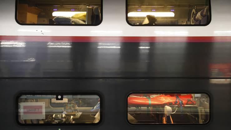 Coronapatienten aus Strassburg wurden mit dem Zug ins Ausland evakuiert. (Bild: Keystone)