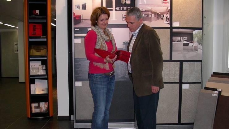 Karin Peloso und Dominik Rieder im neuen Showroom.DM