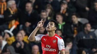 Arsenal's Alexis Sanchez feiert das 3:0.