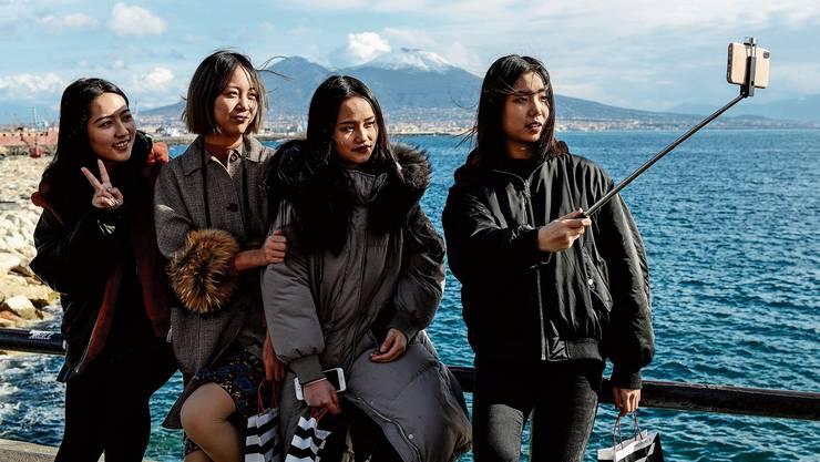 Touristinnen in der einstigen Mafia-Hochburg Neapel: Das ist keine Seltenheit mehr. Die Stadt wird zum Vorbild für die 'Ndrangheta-Nester im Süden.