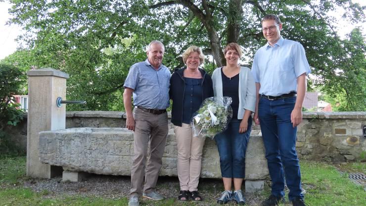 Verabschiedung von Herbert Schluep (links), mit Ehefrau Erika Bader und Simone und Rolf Iseli (Vizegemeindepräsident).