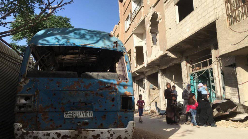 Frauen und Kinder in Daraya nahe Damaskus - sie brauchen dringend humanitäre Hilfe. (Archiv)