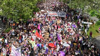 Frauen sind zum Frauenstreiktag in der ganzen Schweiz, wie hier in Zürich, auf die Strasse gegangen.