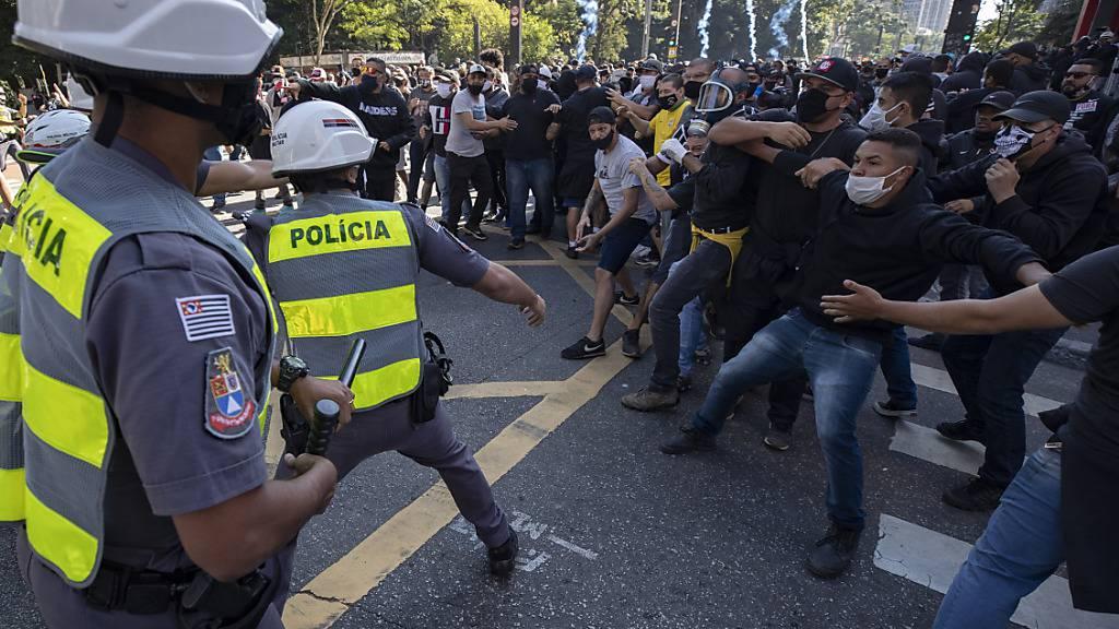 Krawalle zwischen Bolsonaro-Anhängern und Gegnern in Brasilien